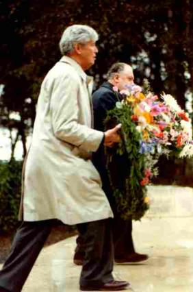 Brian Talboys lays a reath at Tyner Cot War Cemetery near Ypres in 1981 before ehading to Brussels for EU negotiations.