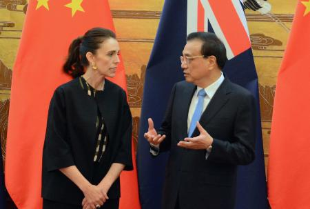 PM Jacinda Ardern with China's premier, Li Keqiang
